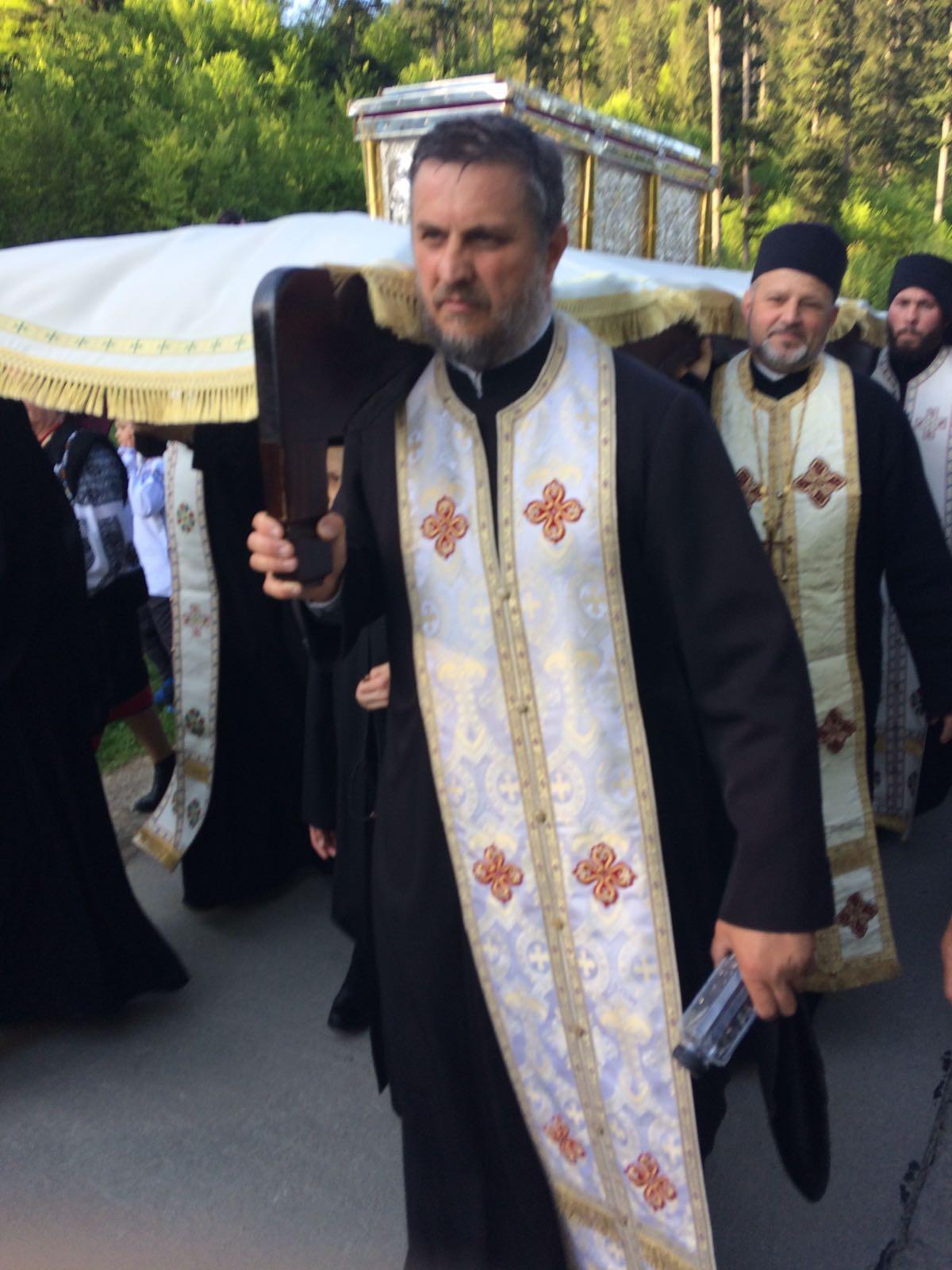 Cu Sfintele Moaste pe drumul la Sihastria Putnei cu Pr. Andronic Iosif- Maneuti Suceava